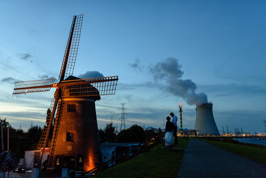 Sesja ślubna przy elektrowni atomowej w Belgii