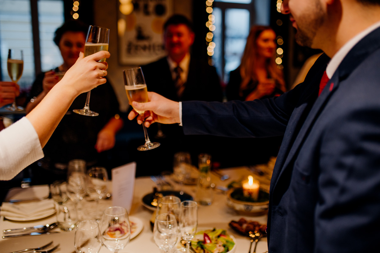 fotograf ślubny sandomierz, fotografia ślubna sandomierz, toast młodej pary