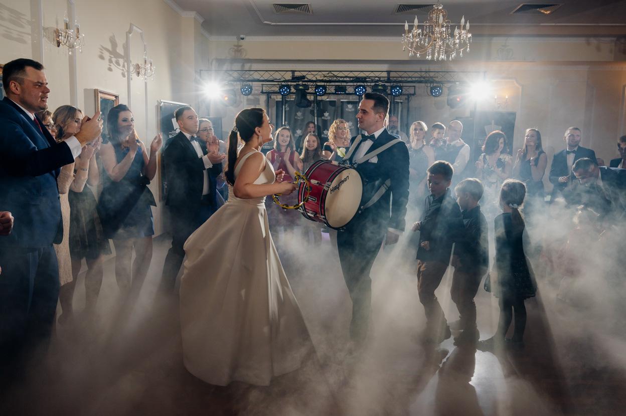 reportaż ślubny lawendowy pałacyk