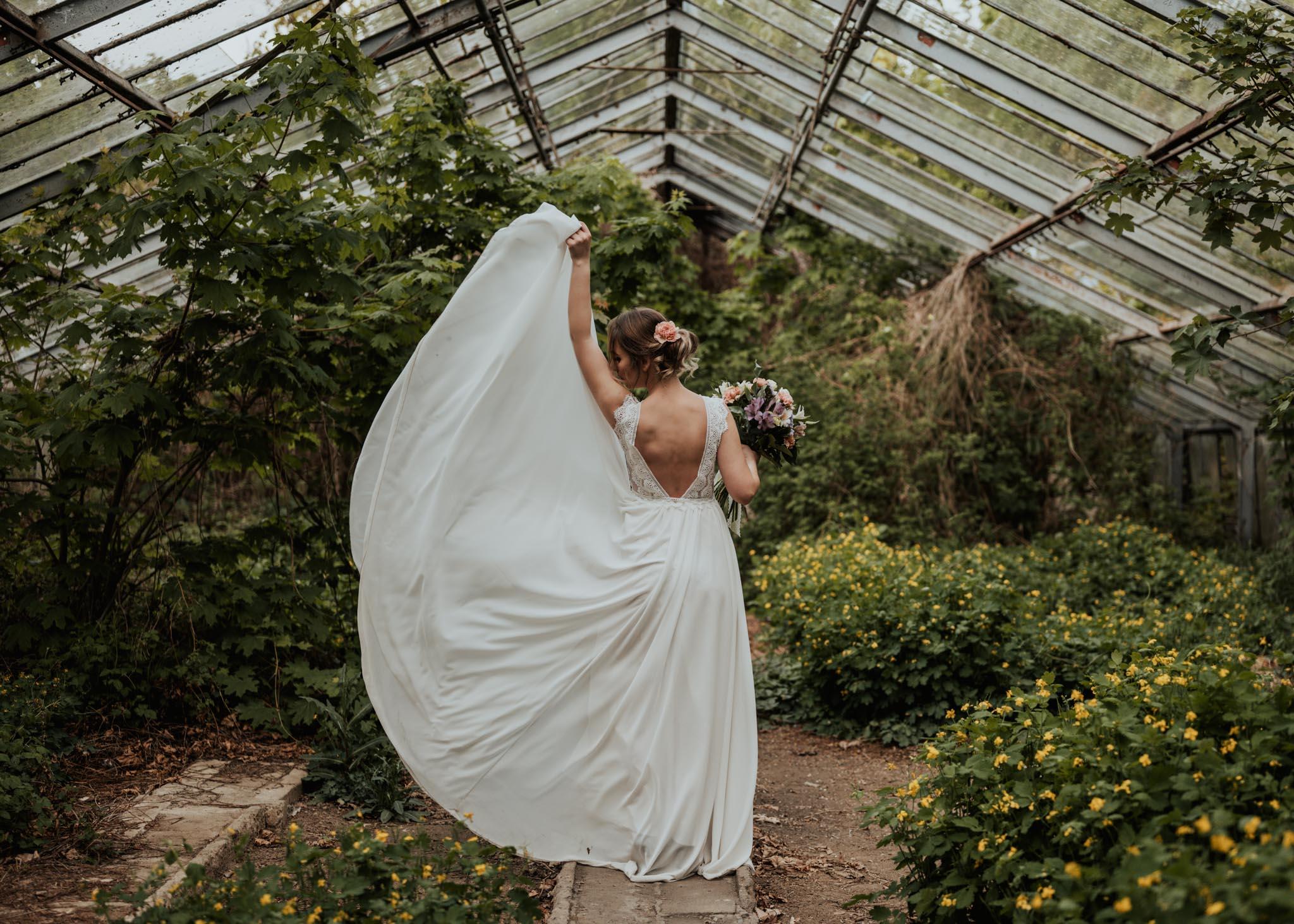 piekne zdjęcia sukni slubnej w stalowej woli