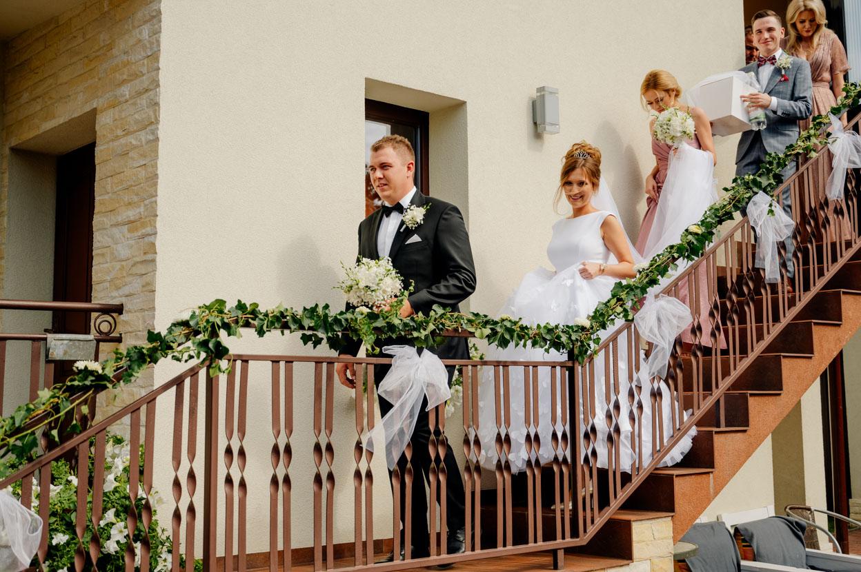 przygotowania ślubne mlodej pary