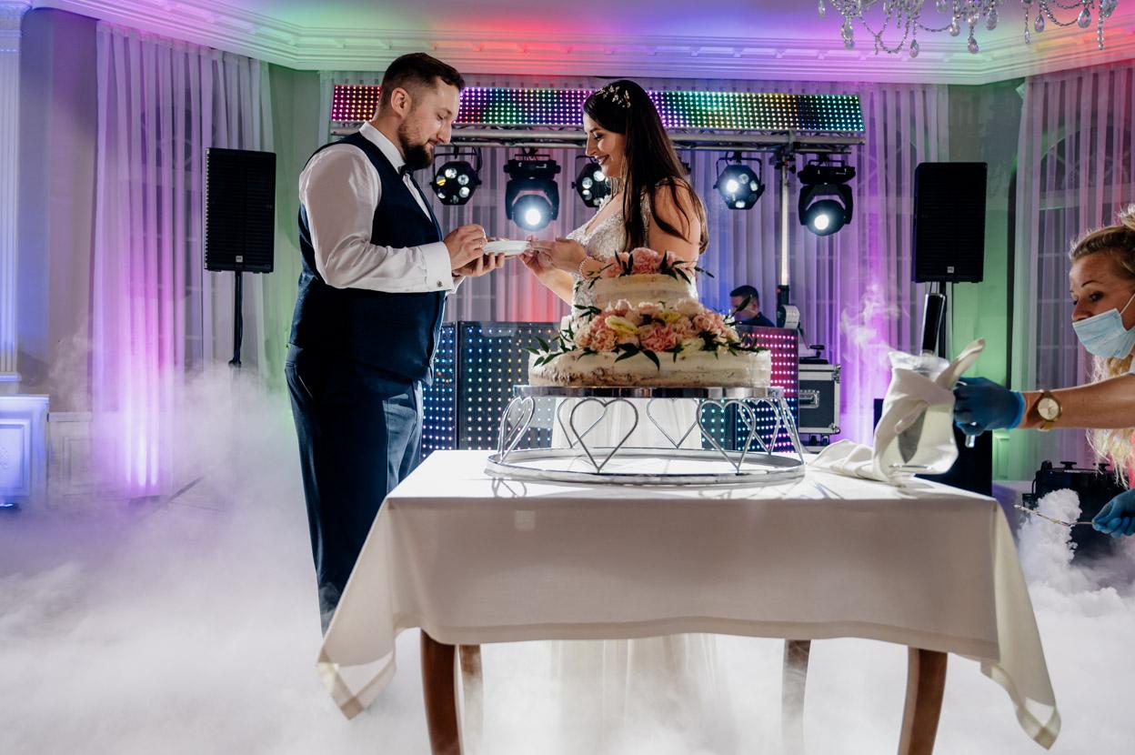 zabawa weselna, fotografia ślubna kielce, fotograf kielce, dworek binkowski, tort weselny