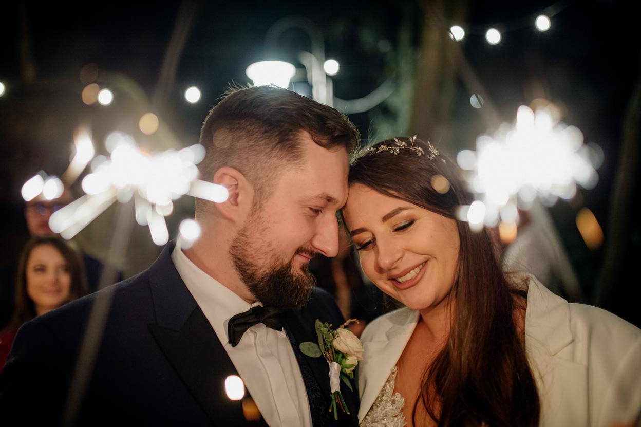 zabawa weselna, fotografia ślubna kielce, fotograf kielce, dworek binkowski, zimne ognie
